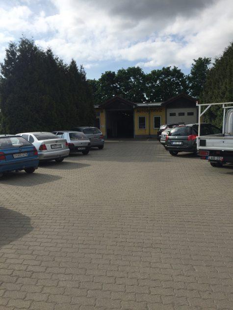 Koszárszki Autószerviz - parkoló